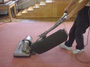 大型掃除機によるバキューム作業